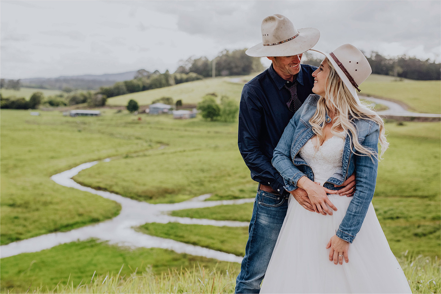 wedding, on a farm, cowboys wedding, location wedding, cowboys hat, Alice Payne photography
