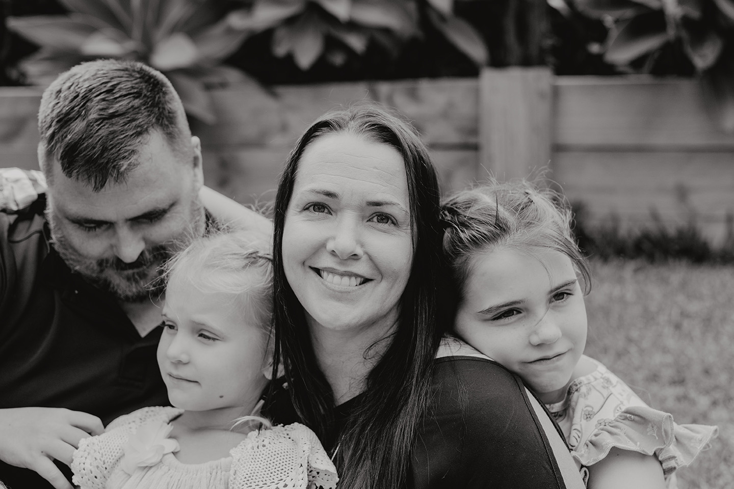 b&w photo of a mother and her family, family photography, Alice Payne photography