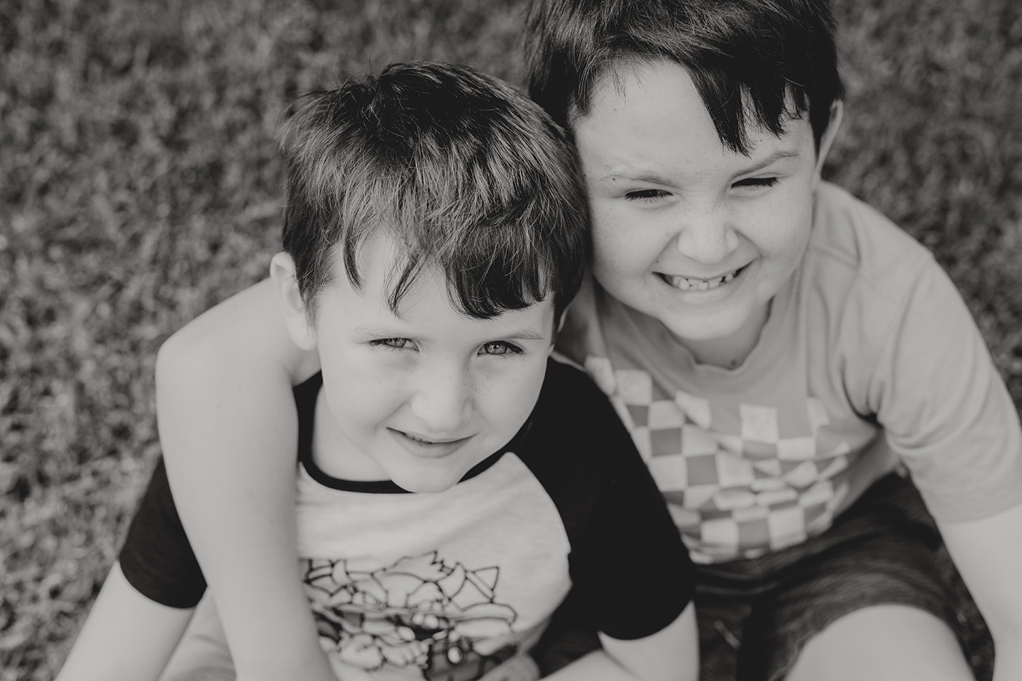 brothers, b&w, children, family photography, Alice Payne photography, mid north coast nsw