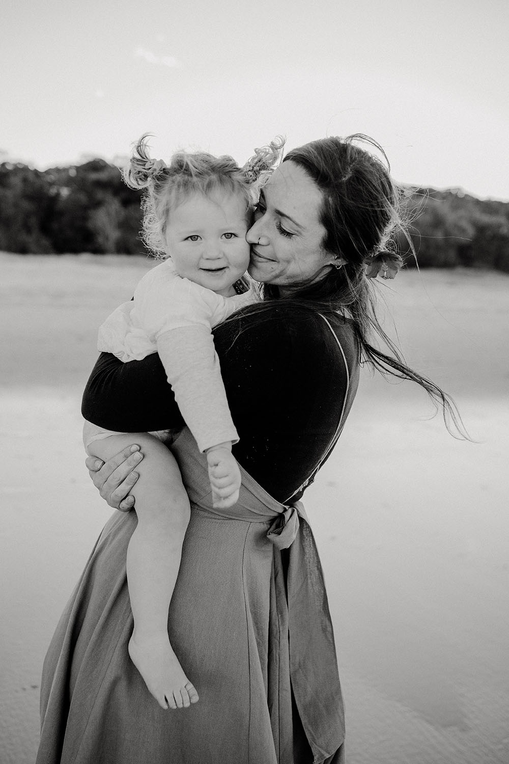 b&w image of a mother holding her daughter - family photographer - nambucca valley photographer - bellingen photographer