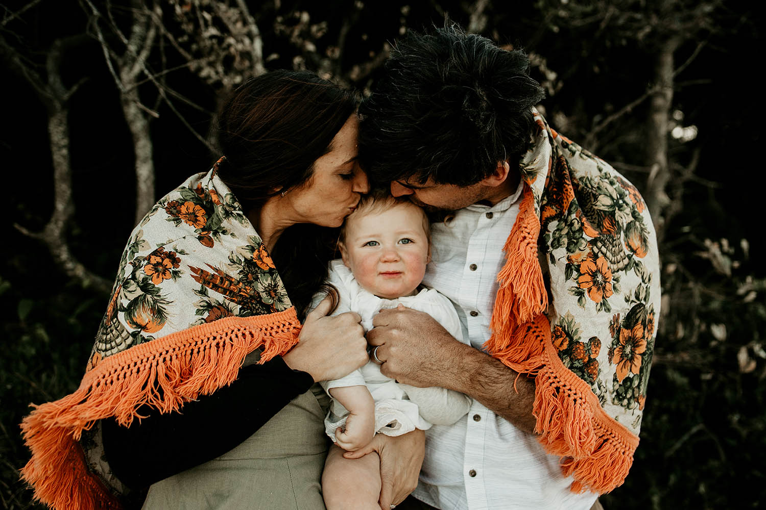 baby girl in between her mum and dad - family photography - Nambucca valley photographer - coffs harbour photographer - bellingen photographer -Lifestyle photography